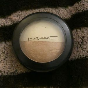 """Mac mineralize """"this and that"""" eyeshadow"""